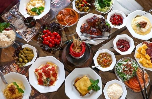 Tour Linha Bella comida