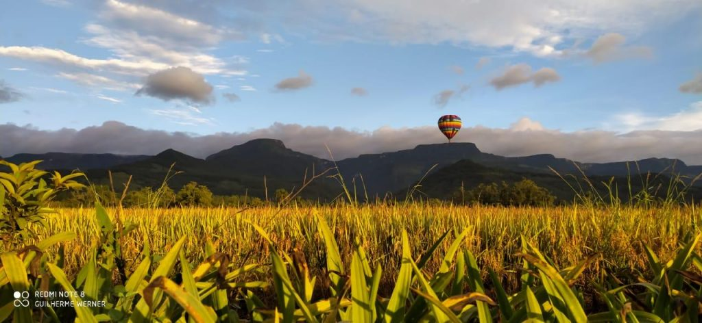 voo de balão gramado